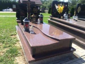 piękny grobowiec na cmentarz